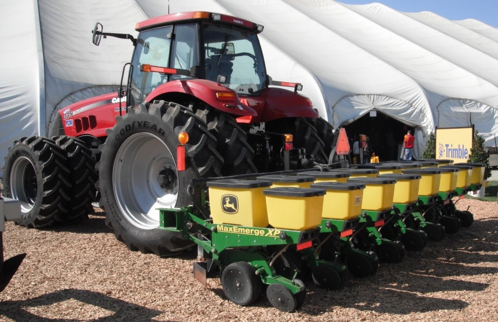 Photo Credit: https://en.wikipedia.org/wiki/Planter_(farm_implement)#/media/File:John_Deere_Planter_with_Case_IH_Tractor.JPG